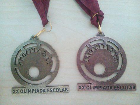 Medallas de Campeón Kumite (izquierda) y Tercero en Kata (derecha):